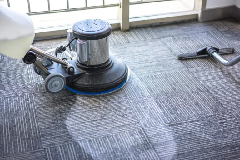 machine cleaning carpet